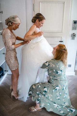 Braut Getting Ready Hochzeit Hochzeitskleid
