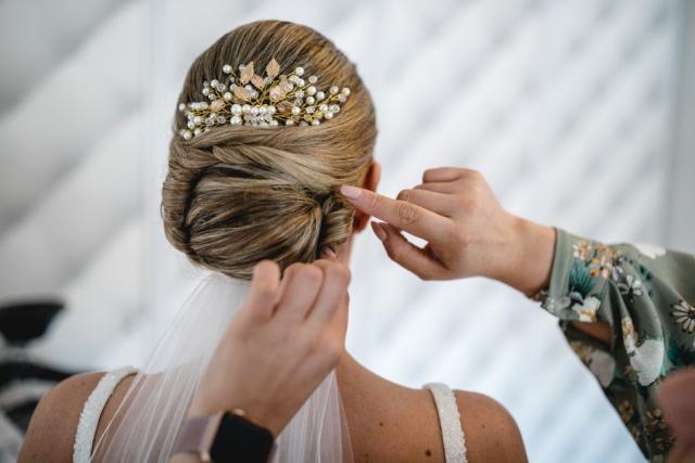 Braut Getting Ready Hochzeit Hochzeitsfrisur